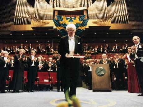 Seamus Heaney receiving the Nobel Prize, dressed in a tux, on a very grand stage