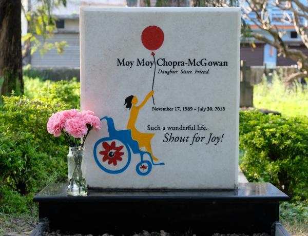 Moy Moy's Gravestone